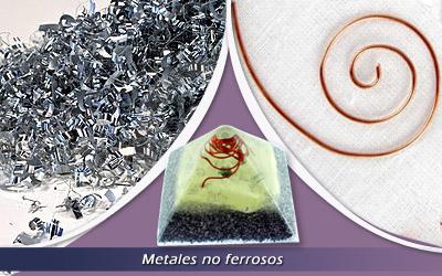 ¿Cuál es la función de los metales en las Orgonitas?